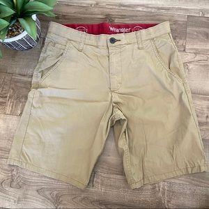 Wrangler Outdoor khaki shorts size 30